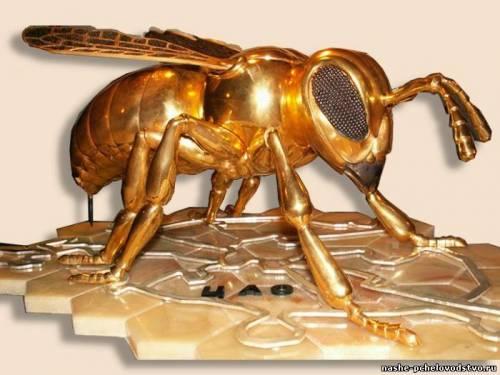 Поделки из дерева пчела 2